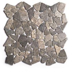 Produits naturels, ces  mosaïques en cassons de marbres palladiana gris clair , sont montées sur...