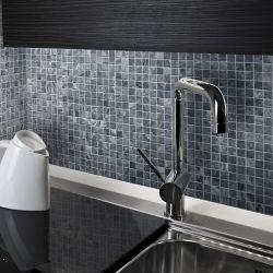 Mosaïques de 2,5x2,5 cm marbre gris aspect bois.     Idéal pour embellir les salle de bain et...